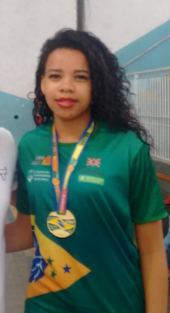 Vitória com a medalha de campeão (Foto: Daniel Defilippo)