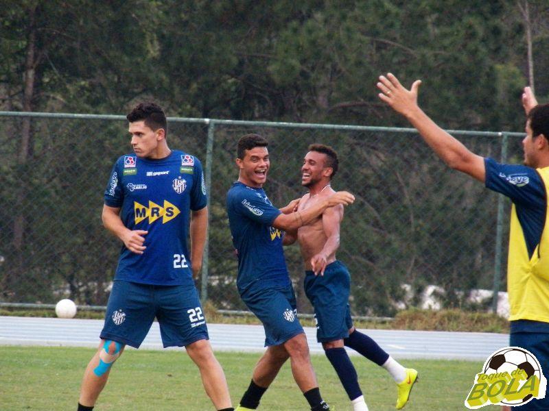 Geraldo e Carlos Renato cmemoram gol em rachão
