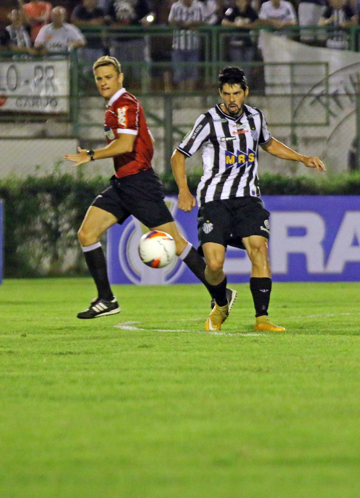 A atuação do árbitro paulista Thiago Duarte Peixoto não agradou a diretoria do ASA Foto: (Leonardo Costa / tupifc.esp.br)