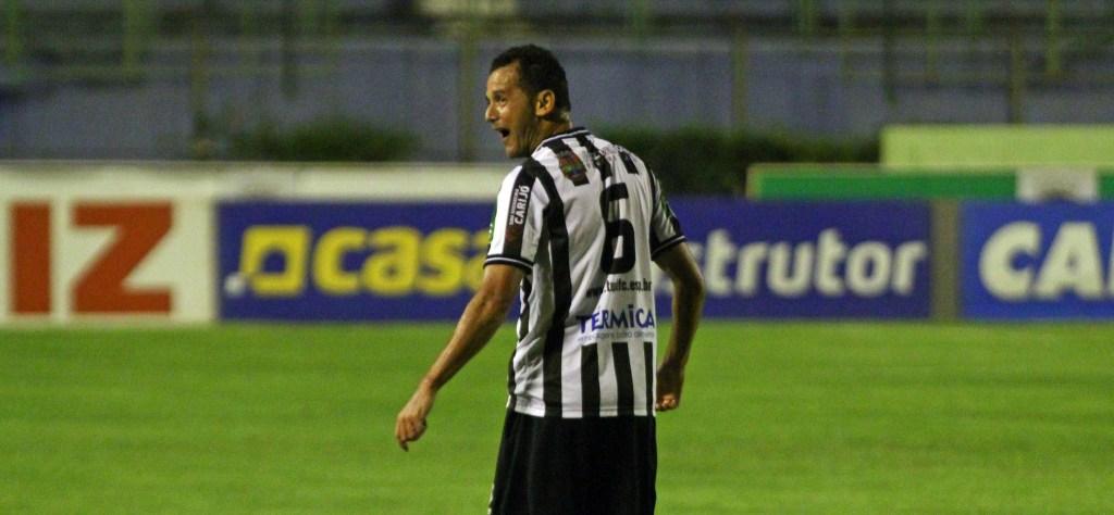 Fabrício Soares retornou ao time com estilo após ausência contra o Brasil de Pelotas (Foto: Felipe Couri / tupifc.esp.br)