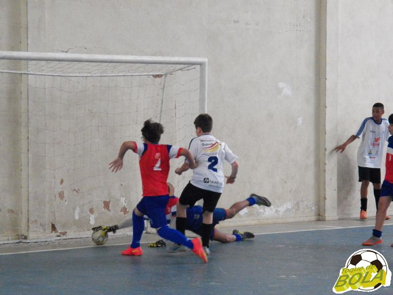 """Com """"pique-pega"""", lúdica 3ª Copa Toque de Bola de Futsal conhece quatro finalistas"""