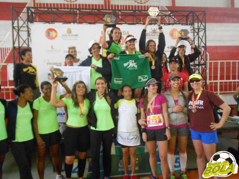 Pódio com as três melhores equipes na disputa feminina da prova