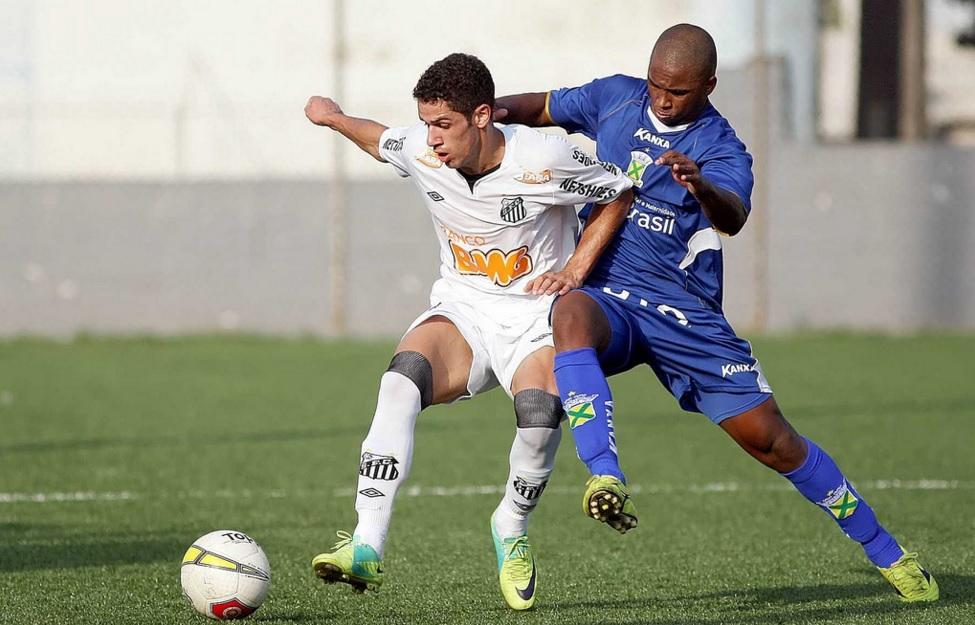 Douglas se profissionalizou no Peixe, mas não teve espaço na equipe principal (Foto: Pedro Ernesto Guerra / Santos FC)