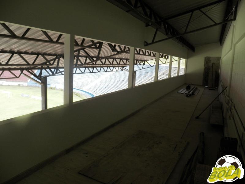 Cabines de rádio: restam divisões, vidros e outros poucos detalhes para o fim das construções