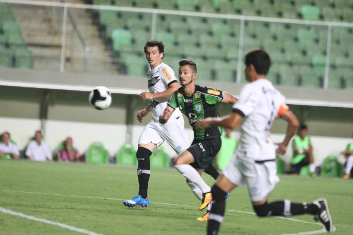 Zaga carijó não suportou forte movimentação de Bruno Sávio (foto) e companheiros de ataques