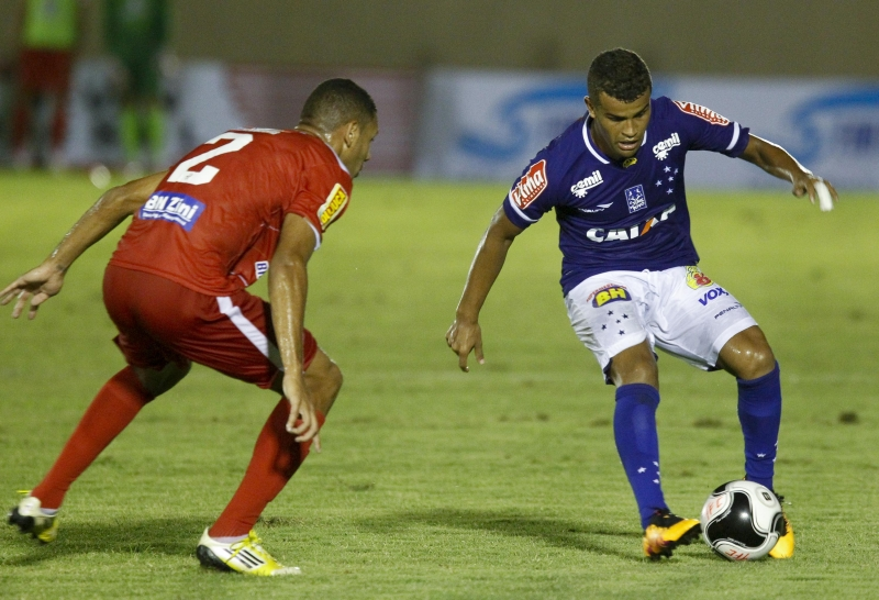 Em Muriaé, Cruzeiro virou sobre o Tombense: 2 a 1(Foto: (Washington Alves/Light Press)