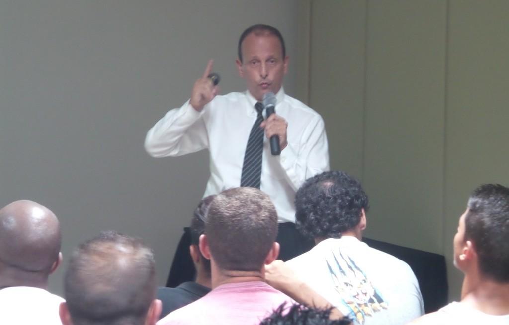 Presidente da Comissão Nacional Antidoping da CBF, Fernando Solera, fala ao elenco carijó
