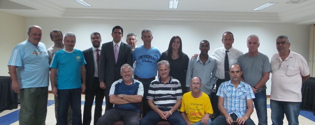Palestrantes, panathletas, dirigentes e Comissão Técnica do Tupi reunidos após as palestras no Ritz Hote