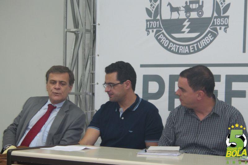 Da esquerda para a direita: Marcelo Penha (assessor especial da presidência do Fluminense), João Márcio Coelho Jr (Gerente de Marketing do Flu) e Michael Guedes (Secretário de Esporte e Lazer de Juiz de Fora)