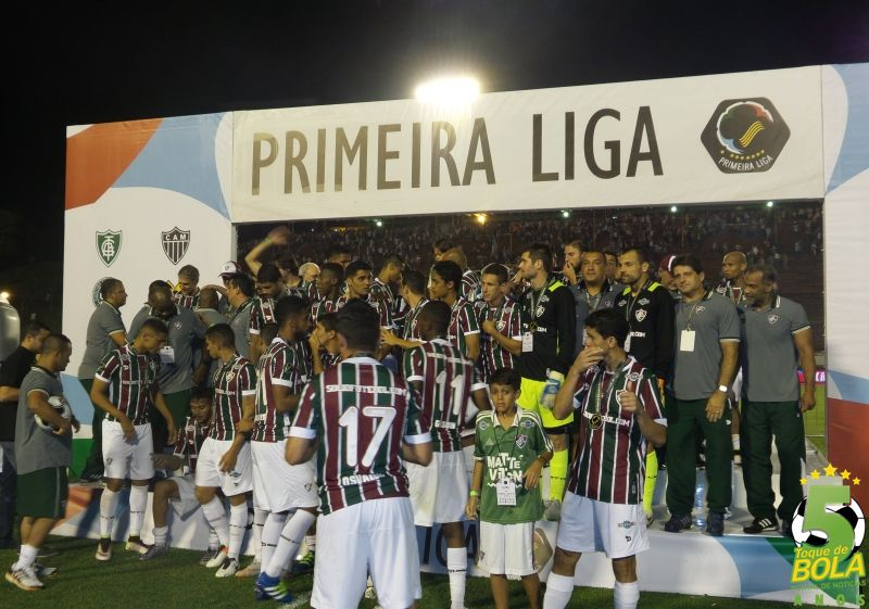 Fluminense comemora o título em Juiz de Fora no dia 21 de abril (Foto: Toque de Bola)