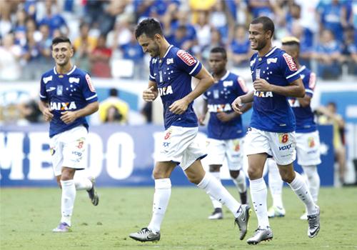 Cruzeiro garantiu vitória sobre o Guarani ainda no primeiro tempo no Mineirão: é o melhor da fase de classificação