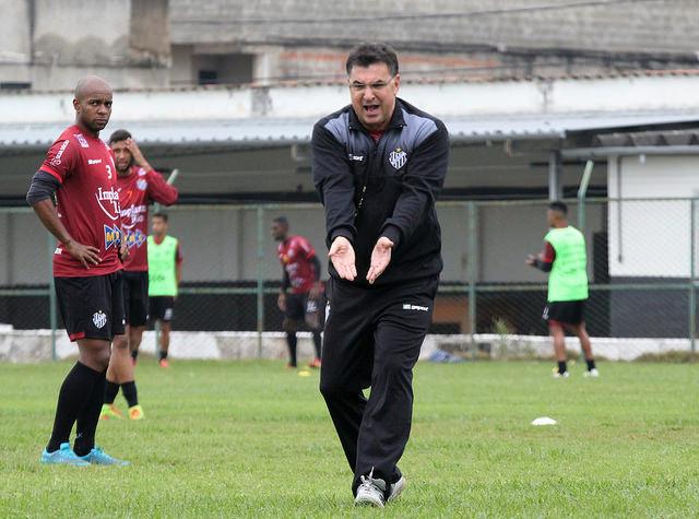 Estevam Soares mal chegou e já dirige o Tupi contra o Brasil, em Pelotas