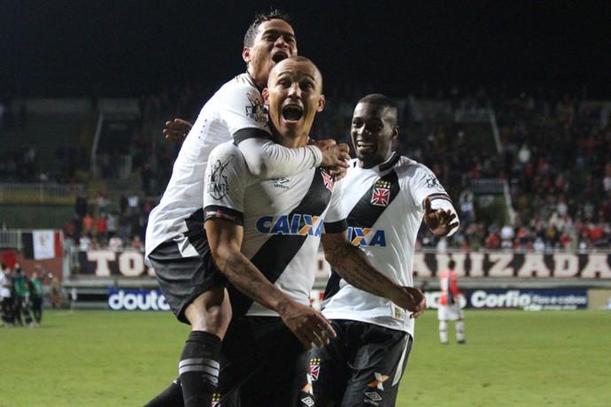 Vasco bate Joinville e aumenta série invicta