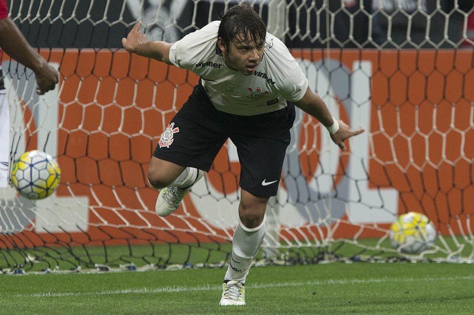 Romero marcou dois. Corinthians fez os quatro gols sobre o Flamengo na segunda etapa em Itaquera