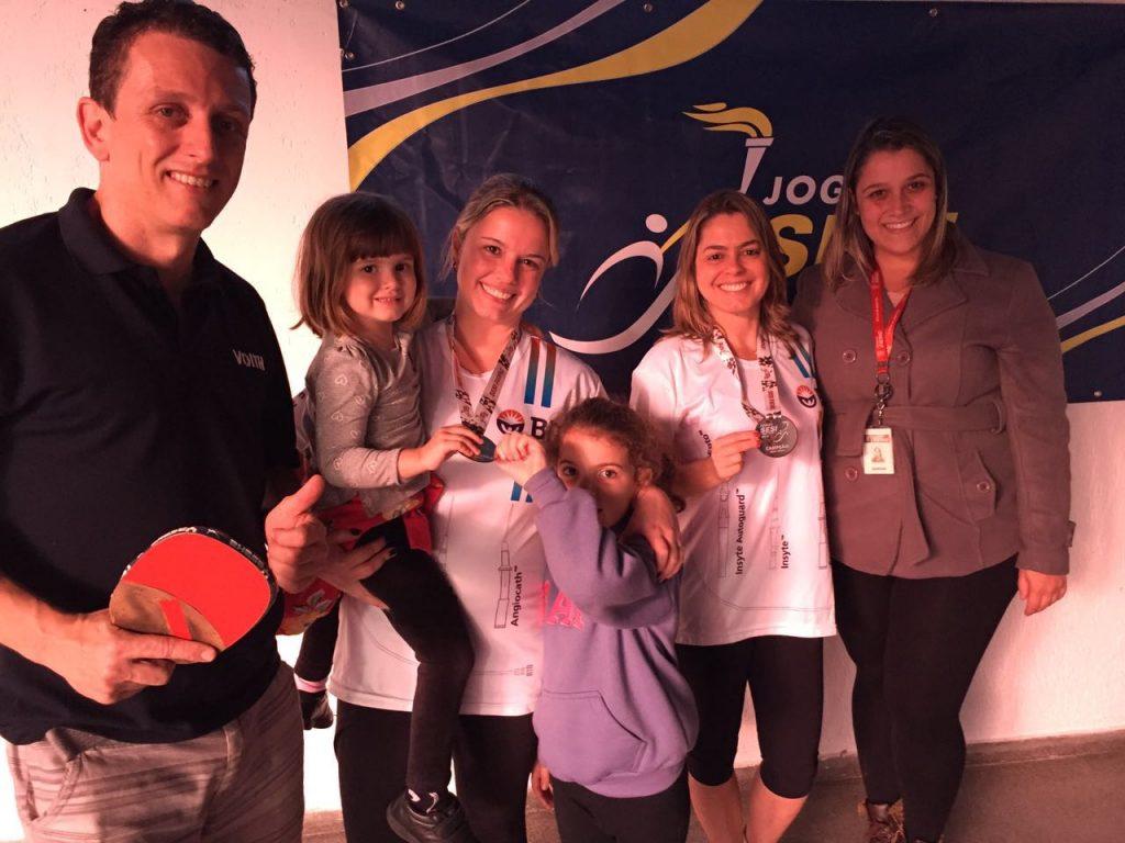 No tênis de mesa dos Jogos Sesi Juiz de Fora,, Voith, no masculino (Sávio) e BD no feminino (Tatiane e Ana Paula) ficaram com o título