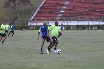Baeta e Ademilson, prontos  para voltar ao futebol. Domingo, às 11h, no Estádio Mário Helênio