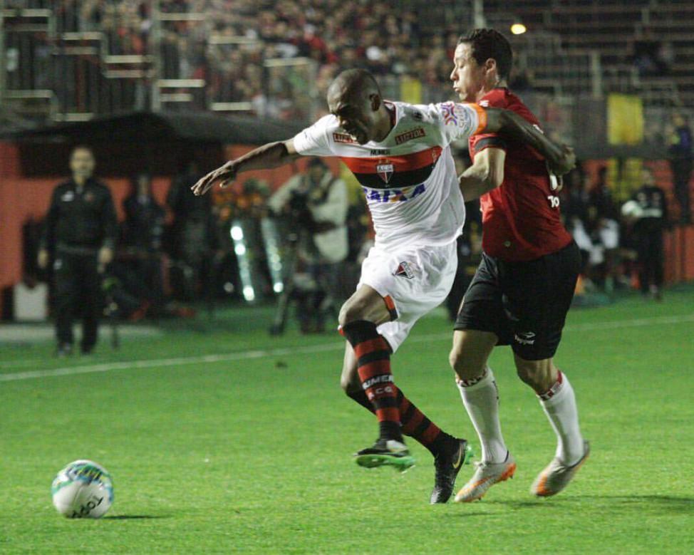 Brasil-RS x Avaí foi uma das partidas que abriram a segunda rodada do returno da Série B (Foto: Carlos Insaurriaga/Brasil-RS)