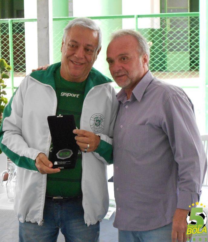 Márcio Guerra recebe sua homenagem do presidente Jorge Ramos