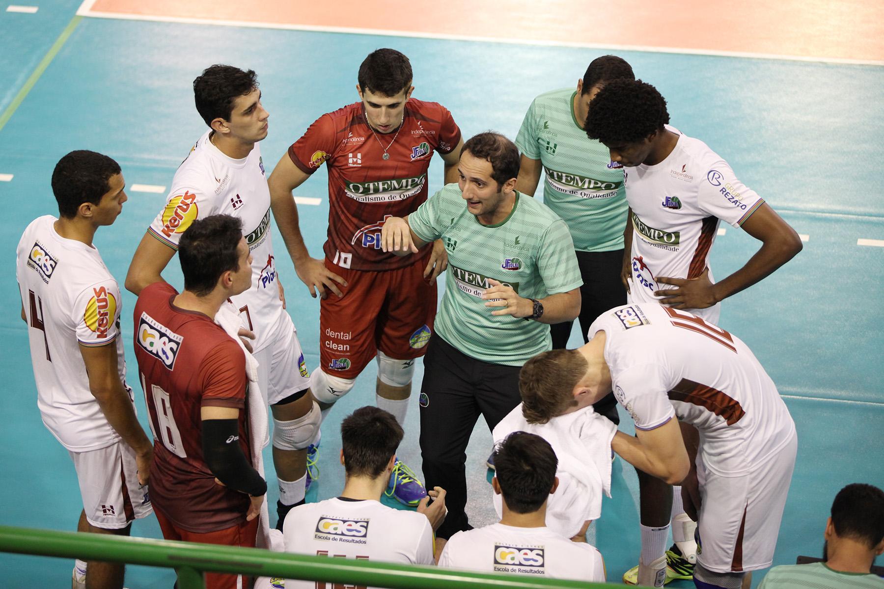 Treinador Henrique Furtado concedeu entrevista ao Toque de Bola nesta  terça-feira 6ac48bd127446