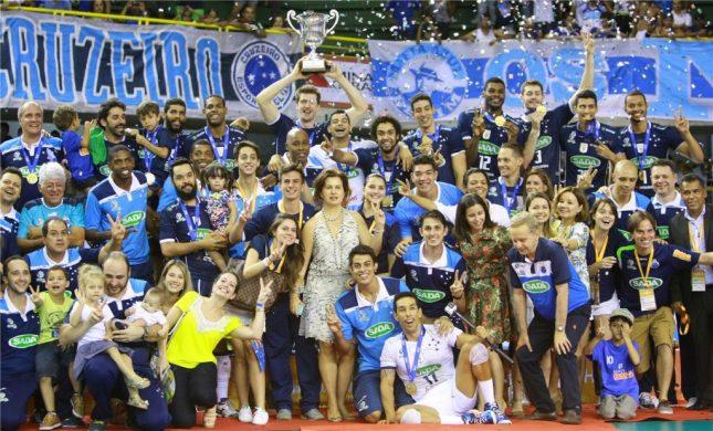 Sada Cruzeiro levantou a taça de Campeão do Mundo em 2015 (Foto: FIVB)