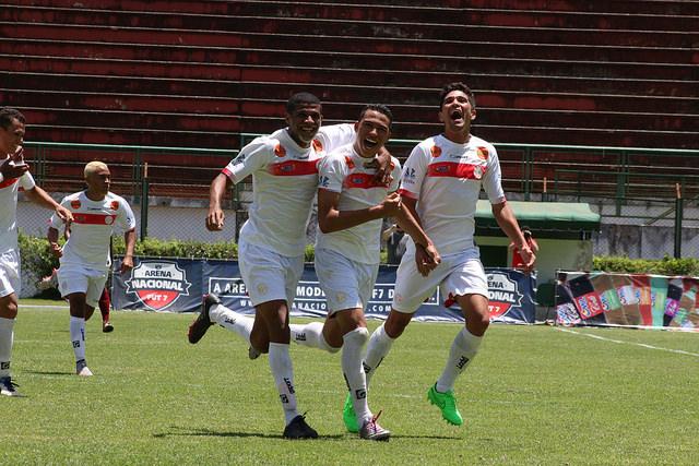 Departamento de futebol do Tupynambás admite que pagamento está atrasado