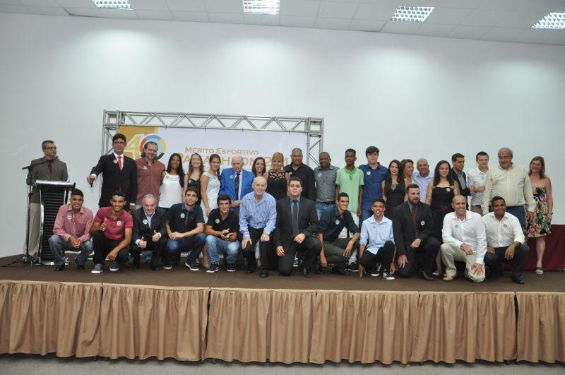 Reunidos no palco, os agraciados com o Mérito Esportivo Panathlon 2016 e a Comenda Carlos de Campos Sobrinho