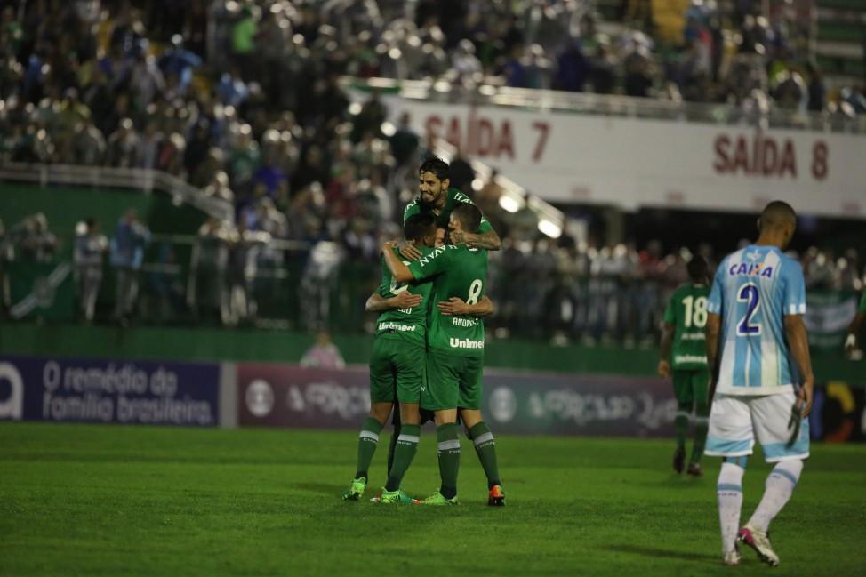 Pela primeira vez na história, Chapecoense assume liderança da Série A