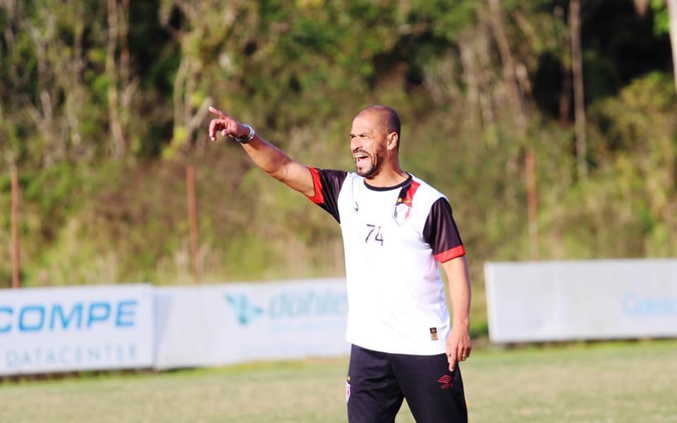 Joinville tem arrancada invicta com Pingo, mas ainda não venceu fora de casa