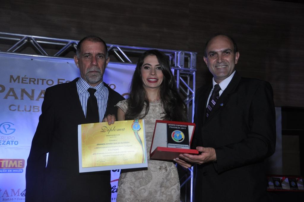 Cláudio Esteves, Amanda Oliveira (Atletismo) e Fernando Costa de Souza (Panathlon Club JF)