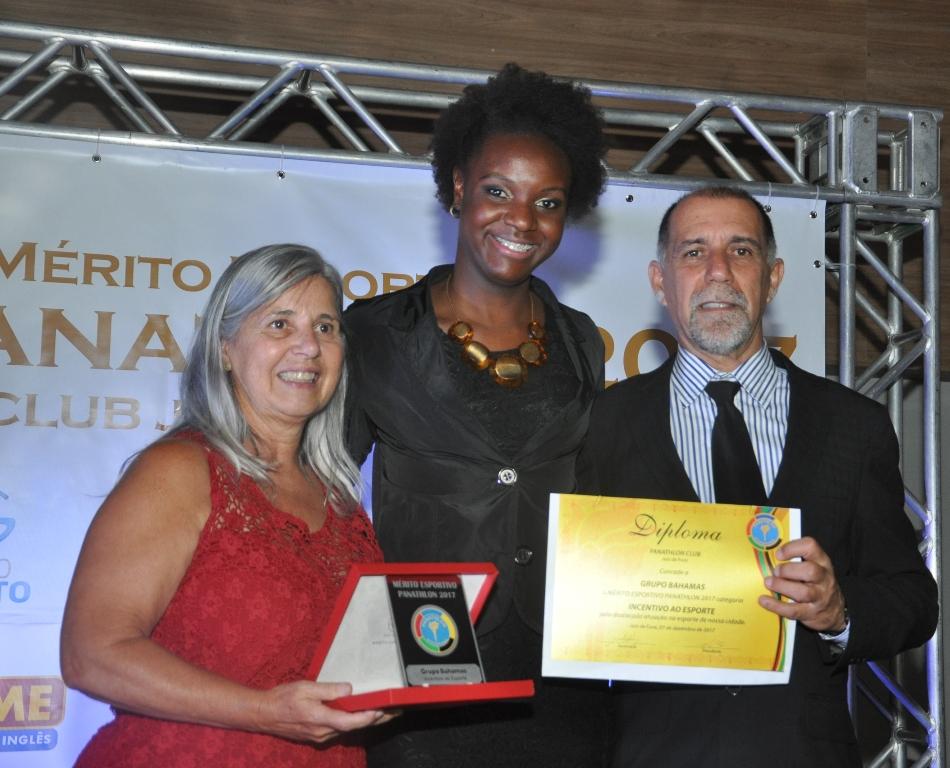 Iozita Faria de Oliveira Costa (Panathlon Club JF), Leise Silva (Grupo Bahamas - Incentivo ao Esporte) e Cláudio Esteves