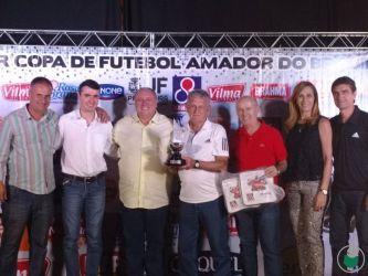 Moacir Toledo, de 86 anos, técnico do Puma – sênior, como o participante mais antigo da competição