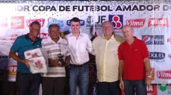 """""""Comendador"""" Milton Citroleo de Oliveira, do I.E. WR Linhares, de 70 anos, como o jogador mais experiente"""