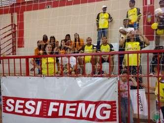 Jogos Sesi JF 2018: desfile de abertura e cabo de guerra levaram bom público ao ginásio da Escola de Esportes do Sesi, na avenida Brasil