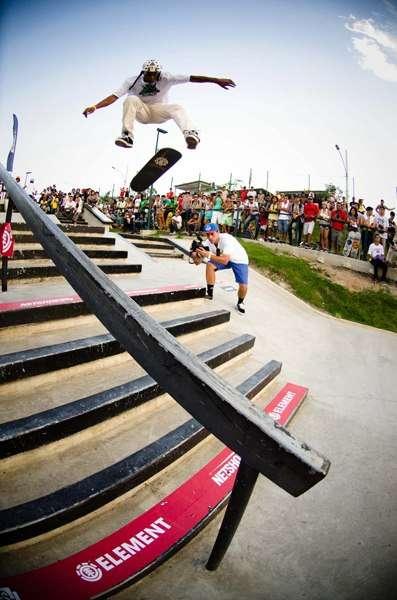Cascatinha inaugura pista de skate com presença de Nicholas Dias