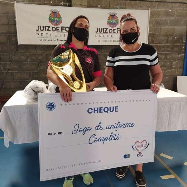Equipes femininas são campeãs na Copa PJF/Bahamas de Futebol Solidário