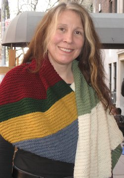 Su Walenta and her beautiful scarf at DW Line Con