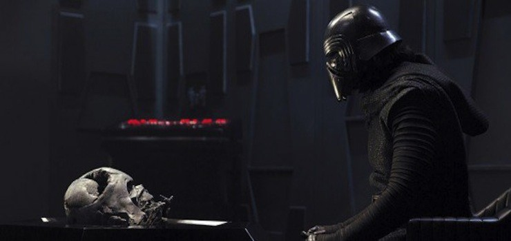 Kylo Ren regard Darth Vader
