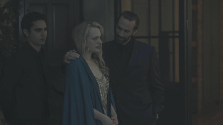 The Handmaid's Tale 1x08 Jezebels television review Offred cloak