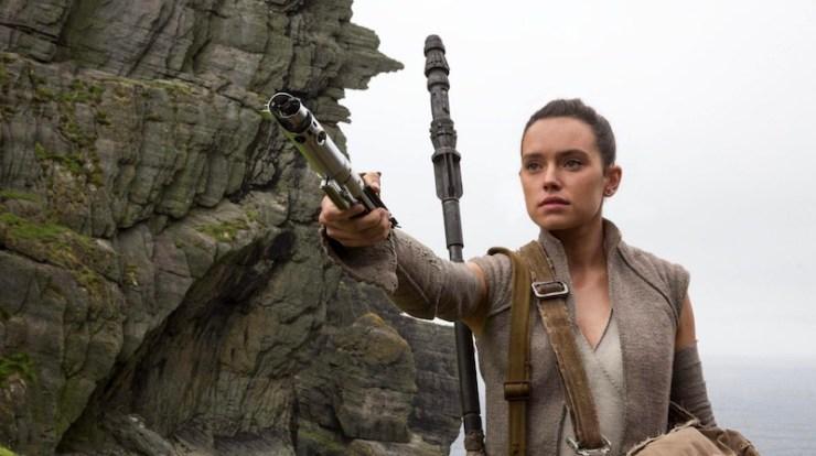 Rey, Force Awakens, lightsaber