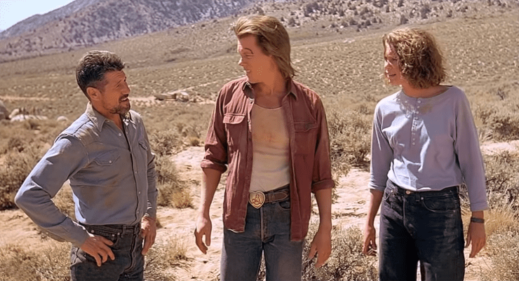 Valentine McKee (Kevin Bacon), Earl Bassett (Fred Ward), and Rhonda LeBeck (Finn Carter) in Tremors