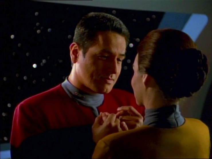 Chakotay (Robert Beltran) and Seska (Martha Hackett) in Star Trek: Voyager
