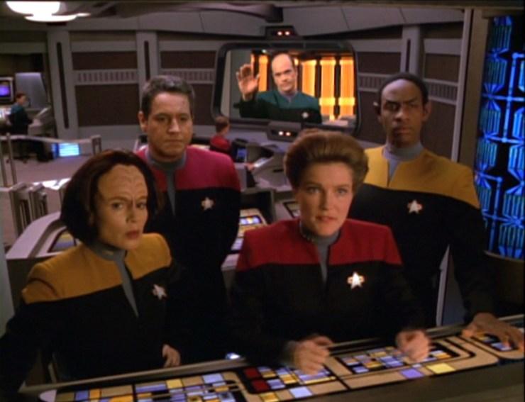 Voyager crew on the bridge in Star Trek: Voyager