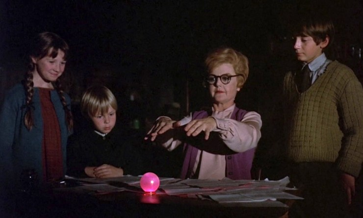 Bedknobs and Broomsticks, Ms Price casting spell on doorknob