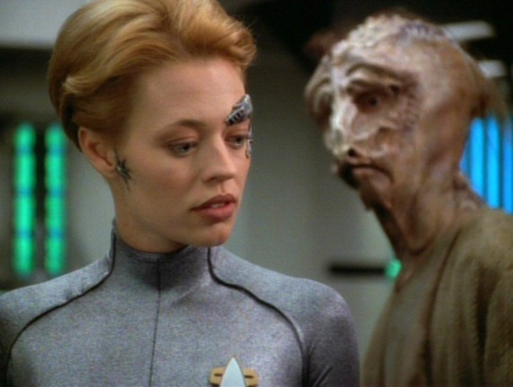"Star Trek: Voyager ""Day of Honor"""