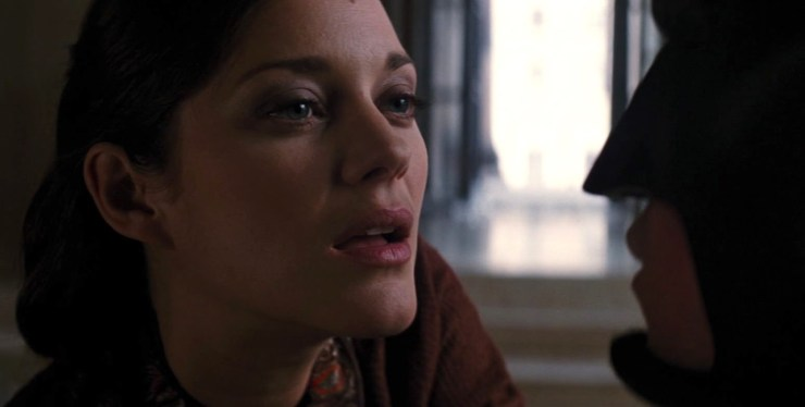 Talia in Dark Knight Rises tauningt Batman