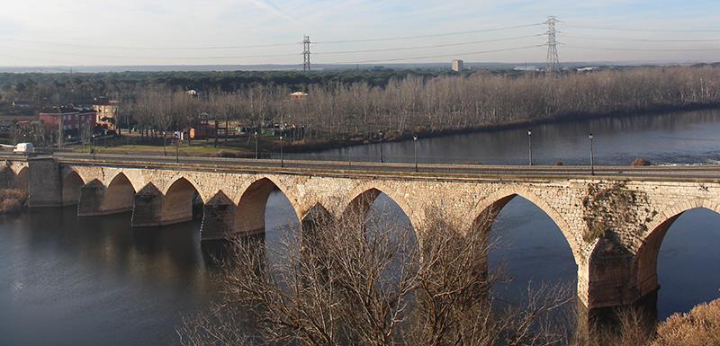 La rehabilitación del puente medieval de Tordesillas deberá esperar