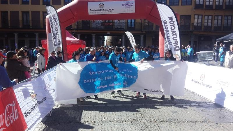 """Más de seiscientas personas """"rompen barreras por el autismo"""" en Tordesillas"""