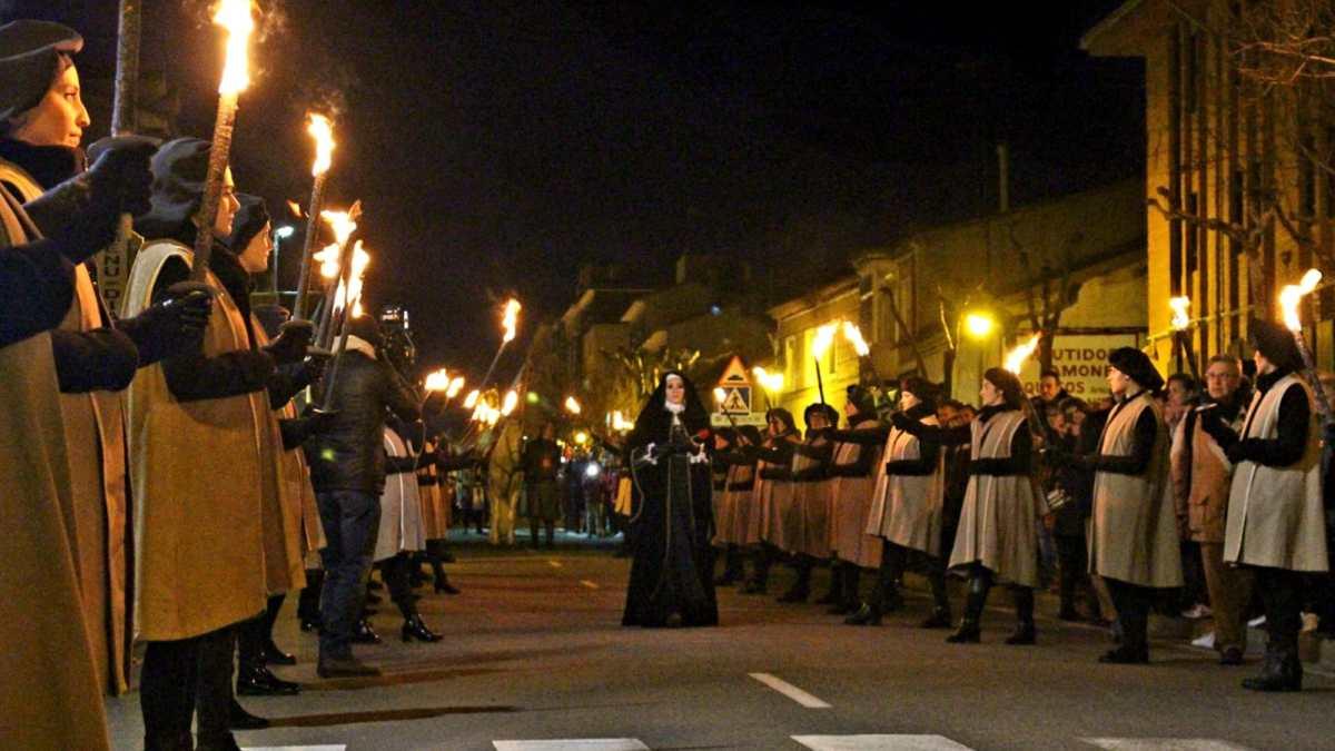 La reina Juana llega a Tordesillas pese a la amenaza de lluvia