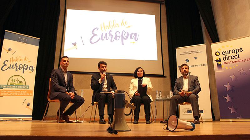 """Cerca de 200 personas asisten en Tordesillas al primer encuentro de """"Habla de Europa"""""""