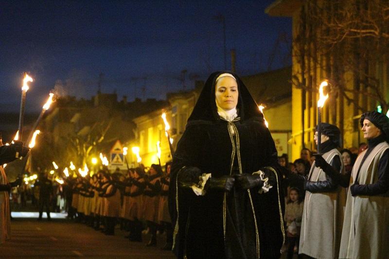 El cortejo fúnebre con Juana I a la cabeza,  llega a Tordesillas ante más de 5.000 visitantes